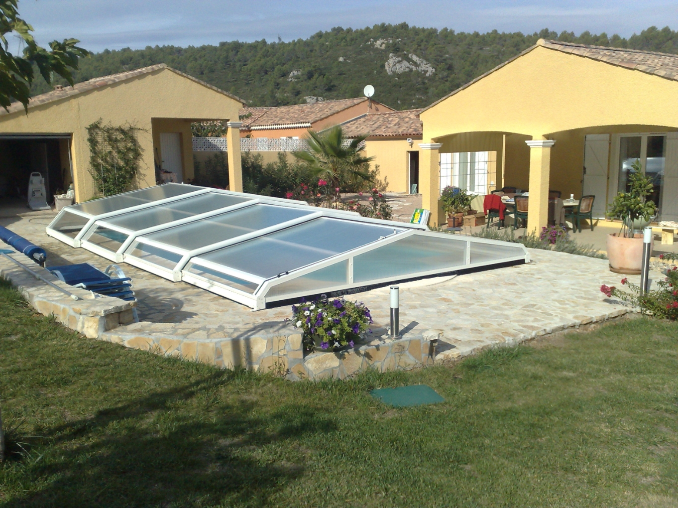 Abris piscine bas corail for Abris bas piscine